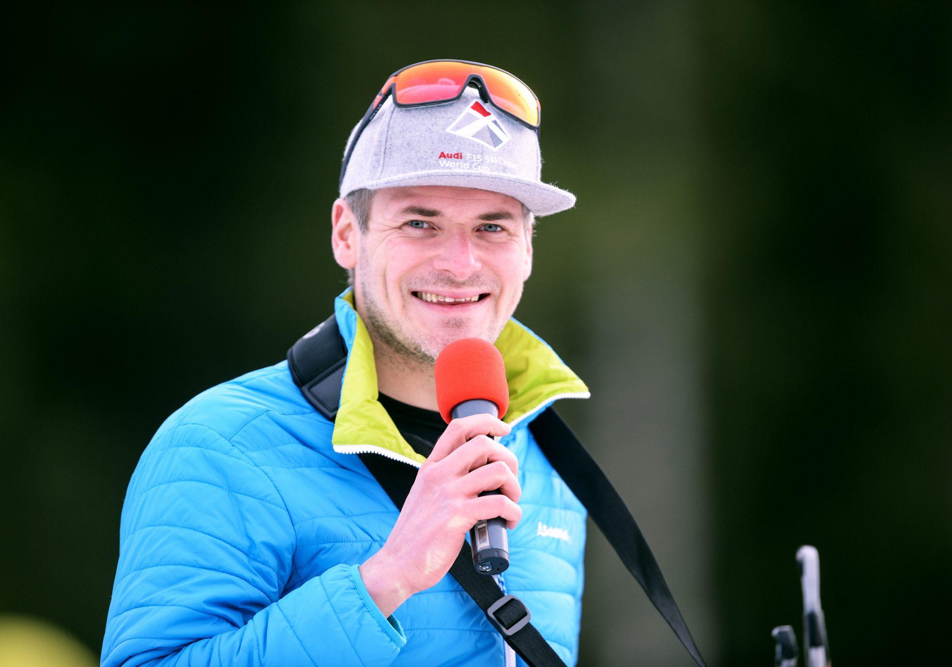 Stefan Lubowitzki ist Stadionsprecher und Moderator beim Deutschlandpokal Biathlon Verfolgung im Nordic-Center Notschrei am Sonntag 07.01.2018. Bild stammt vom Fotografen Patrick Seeger