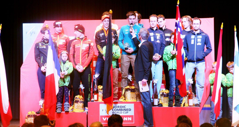2015 moderierte Stefan Lubowitzki die Siegerehrung Weltcup Nordische Kombination in Schonach. hier im Interview mit der Deutschen Mannschaft.