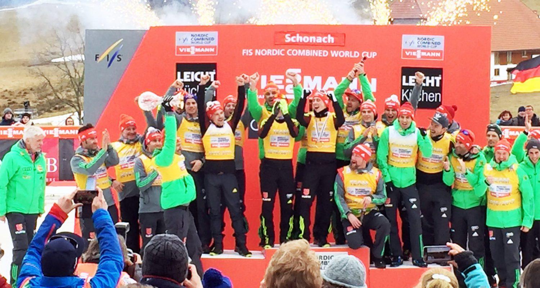 Die Deutschen Kombinierer gewinnen die Teamwertung 2017. Moderiert wurde das Stadion TV von Stefan Lubowitzki